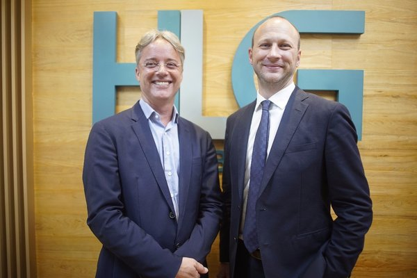 Mr. Jean-Francois Harvey Global Managing Partner of Harvey Law Group (left) and Mr. Bastien Trelcat, Managing Partner Southeast Asia (right) officially announced the strategic partnership with Range Developments in Southeast Asia in May 2018.