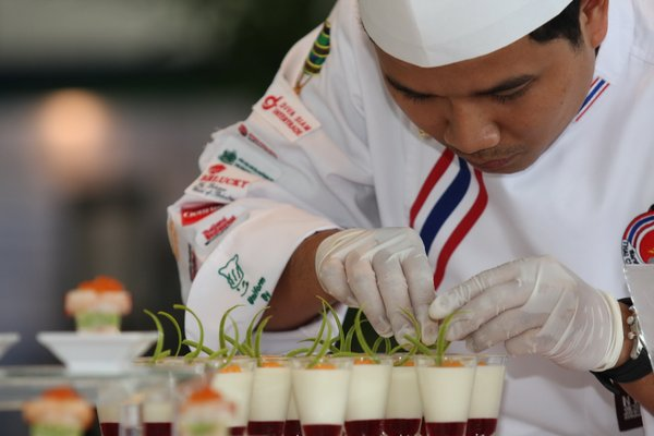 Cooking and decorating display at Food & Hotel Thailand