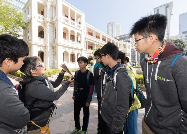A series of guided tours were offered to students to learn more about the relationship between architecture and the community as a part of the Hang Lung Young Architects Program.