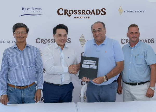 Singha Estate Public Company Limited 签署协议,在 CROSSROADS 提供 Best Dives Maldives 水上活动服务