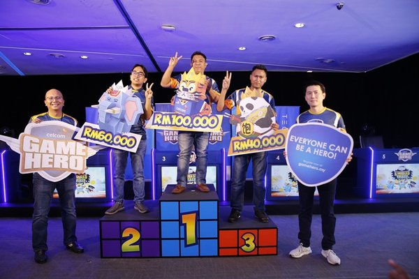 Celcom Game Hero cash prizes were presented by Zuwairi Zakaria, Head of Pricing and Retail Marketing of Celcom Axiata Berhad and Dato' Lion Peh, Chief Executive Officer of Techninier Sdn Bhd at Menara Celcom