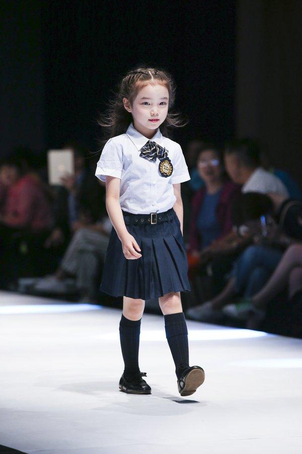 伊顿纪德专场发布会,展现优雅、内敛、洗练的英伦制式服装