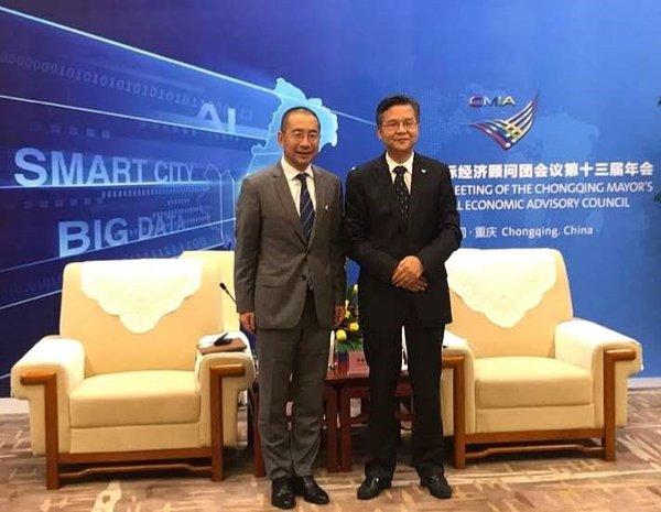 重庆市副市长李殿勋与施耐德电气全球执行副总裁、中国区总裁尹正亲切会面