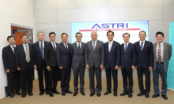 Mr Wang Zhigang, Minister for Science and Technology of the People's Republic of China, (5th from right) visited ASTRI on 21 September 2018.