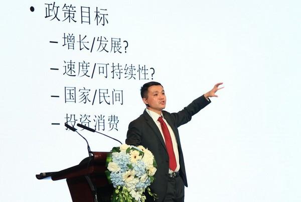 上海高级金融学院金融学教授朱宁作主旨演讲