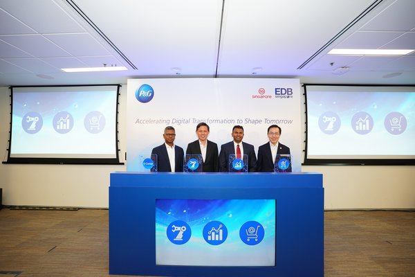 (Left to right) Mr. Gokul Chandar, P&G CFO Asia-Pacific and Indian Subcontinent, Middle East and Africa; Mr. Chan Chun Sing, Minister for Trade and Industry; Mr. Magesvaran Suranjan, President, P&G Asia Pacific and Indian Subcontinent, Middle East and Africa and Dr. Beh Swan Gin, Chairman of the Singapore Economic Development Board launched P&G E-Center 2.0.