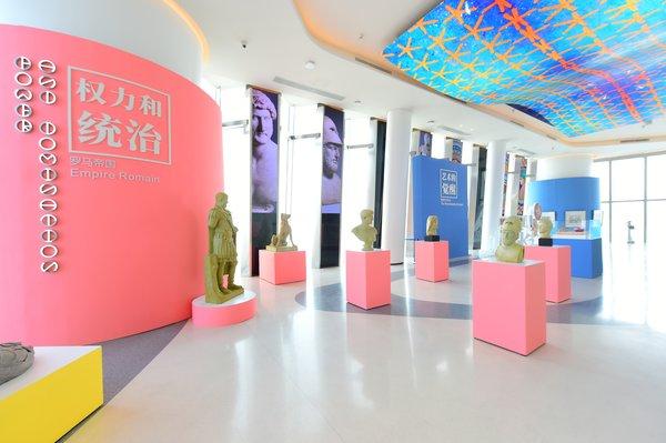 云端的大英博物馆-体验馆以Ins网红色系呈现不同的主题与历史时期。