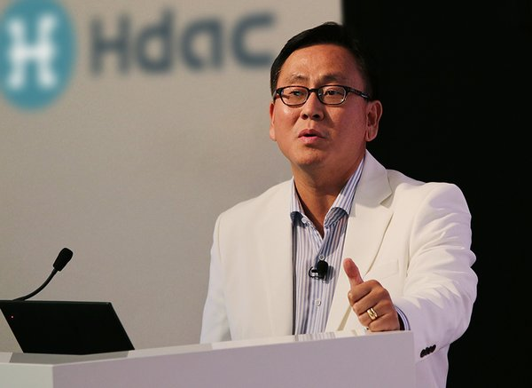 COO John Sang-ug Bae of Hdac delivers his keynote address at the IoT Blockchain Summit 2018