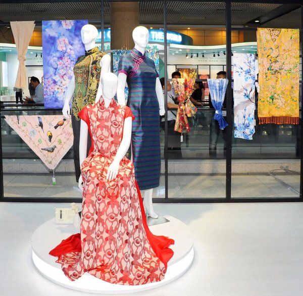Creating Value for Business, Fashion Products Highlight Market-driven Design at 124th Canton Fair