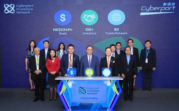 The two-day Cyberport Venture Capital Forum 2018 started today, gathering investor icons, industry leaders and tech companies to share insights on global tech trends and new opportunities in venture capital. (Front row from left to right) Mr Duncan Chiu, Chairman of Steering Group of Cyberport Investors Network, Mr Nicholas W Yang, Secretary for Innovation and Technology, Dr Lee George Lam, Chairman of Cyberport officiated the forum's opening ceremony together with other guests.