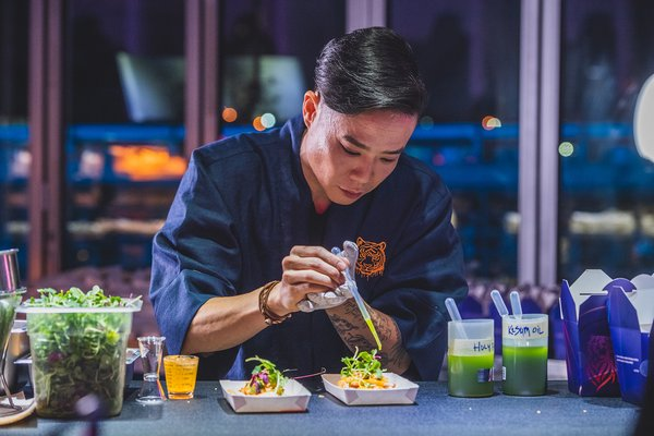 People enjoyed the night with special Tiger Bites by chefs Tan Wee Yang, Jun Chan, Seoul Truck and Bacon Realism.