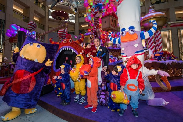 Mr. Raymond Chow, Executive Director of Hongkong Land, lil' Cocoa Monsters and the Cocoa Monsters from the Cocoaland at LANDMARK ATRIUM.