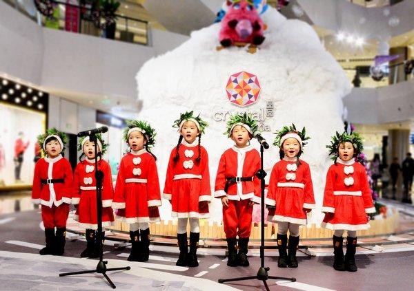 孩子们将用天籁之声献上纯真的祝福,共同唱响圣诞颂歌