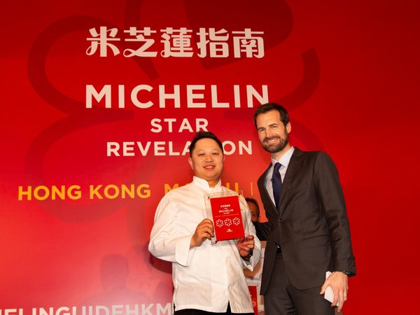 Mr. Au Yeung Man Yiu, Executive Chef of Jade Dragon, City of Dreams receives three Michelin stars for Jade Dragon in the awards ceremony announcing the results of the Michelin Guide Hong Kong Macau 2019.