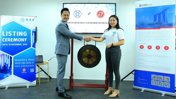 Leo Lu, Board Advisor of CSE (left), and Katrina Zhang, CEO of OEX Exchange, officiating the Listing of CSE token on OEX.
