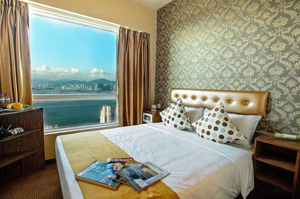 Guest Room with Victoria Harbour View