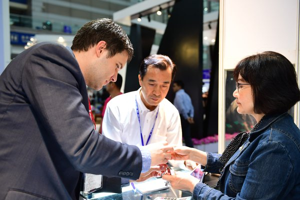 Business Discussion at Shenzhen Jewellery Fair 2018