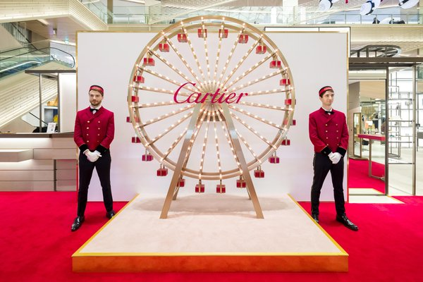 "Presented on Buluomi and Tohoki's ""Reporting the Local Style of Japan"", Chinese online celebrities debut at Cartier's live campaign in Japan"