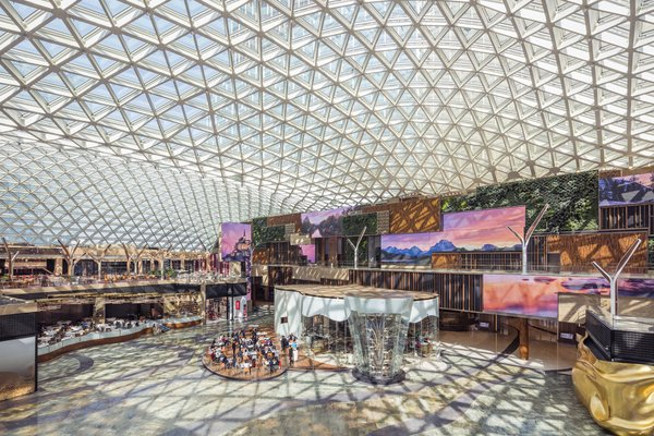 MGM COTAI's Spectacle has achieved a GUINNESS WORLD RECORD title for the largest free-span gridshell glazed roof, being the first architectural and structural GUINNESS WORLD RECORDS title for Macau, China.