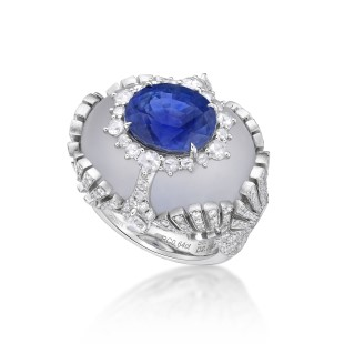 Ring with an 8-carat cornflower blue Burmese sapphire in a rock crystal by Caram eK