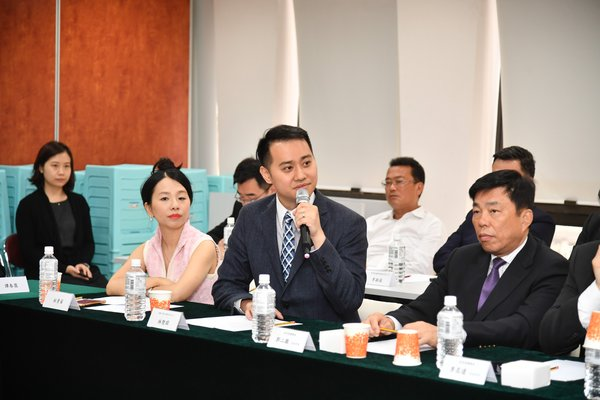 Henry Lam Ph.D., CEO of XYD.CN -SimpleCredit, participated in the Hong Kong-China Youth Exchange Symposium to share the company's business experiences in Chongqing