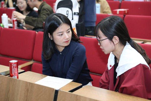 立思辰大语文焦浈哲与应聘学生
