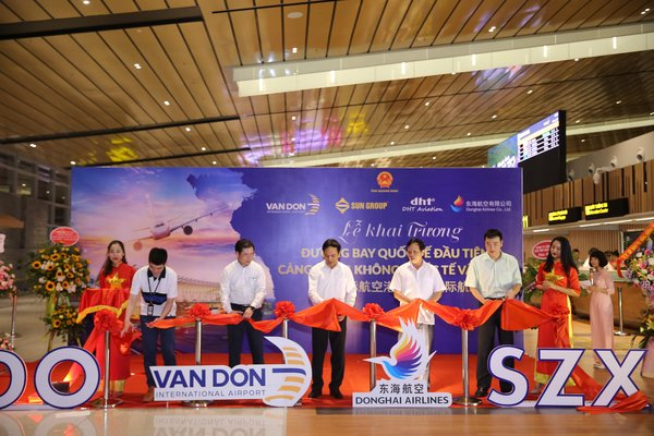 Van Don Airport, Vietnam welcomes the first international route to Shenzhen, China