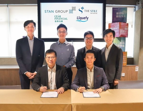 Under the witness of Mr. Stan Tang, Chairman of Stan Group (back 2nd left), Mr. Gilbert Wong, Executive Director of Gear Financial Group (front left) signed MoU with Mr. Adrian Lai, CEO of Liquefy (front right)