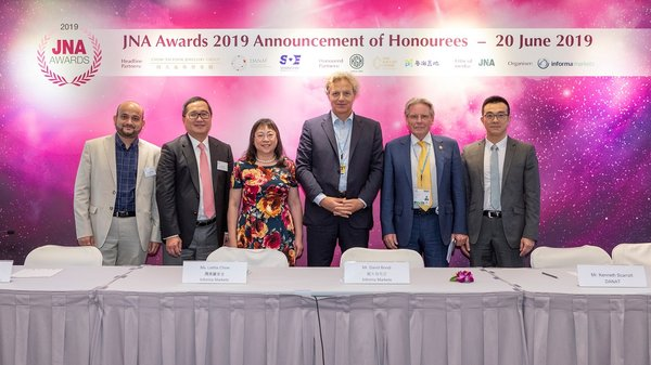 (From left) Abhishek Parekh of KGK Group; Peter Suen of Chow Tai Fook Jewellery Group; Letitia Chow of Informa Markets; David Bondi of Informa Markets; Kenneth Scarratt of DANAT; and Liu Zheng of Guangdong Land Holdings gathered at the Honouree Announcement Press Conference of the JNA Awards 2019