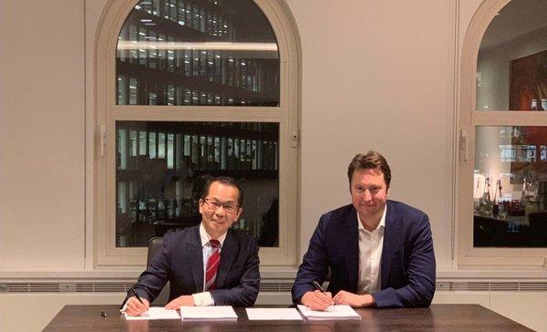 博实乐董事会执行副主席何军立先生与卖方代表Chris Bell签署收购协议