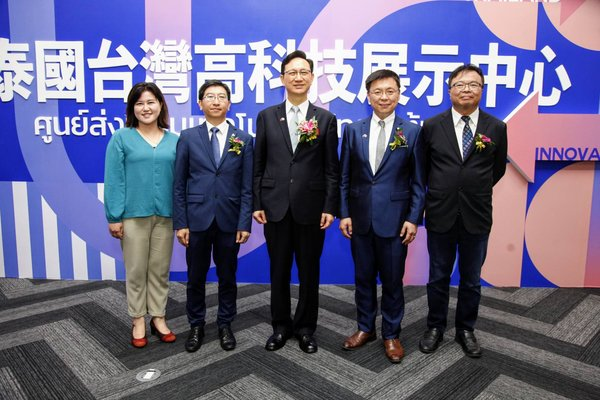 The Asia Silicon Valley Development Agency (ASVDA) teamed up with the Institute for Information Industry and Blue Ocean Accelerator to attend the inauguration and opening ceremony of the Taipei Economic and Cultural Office in Thailand's new office building in Bangkok and visit the Taiwan Hi-Tech Exhibition Center in Thailand