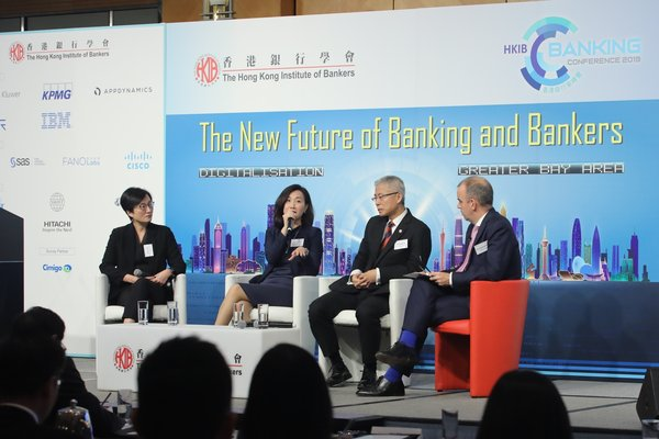 (From left to right) Rannie LEE, Guangdong Co-Chief Executive, Head of PRD Retail Banking and Wealth Management, HSBC Bank (China) Company Limited; Mary HUEN, Executive Director and Chief Executive Officer, Hong Kong, Standard Chartered Bank (Hong Kong) Limited and BI Mingqiang, President and Chief Executive Officer, China CITIC Bank International Limited at the CEO panel of the Annual Banking Conference hosted by The Hong Kong Institute of Bankers.