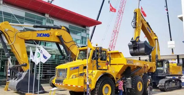 XCMG continues on the path to success in Southeast Asia, highlighting upmarket mining equipment and celebrating shovel industry heroes in Indonesia.
