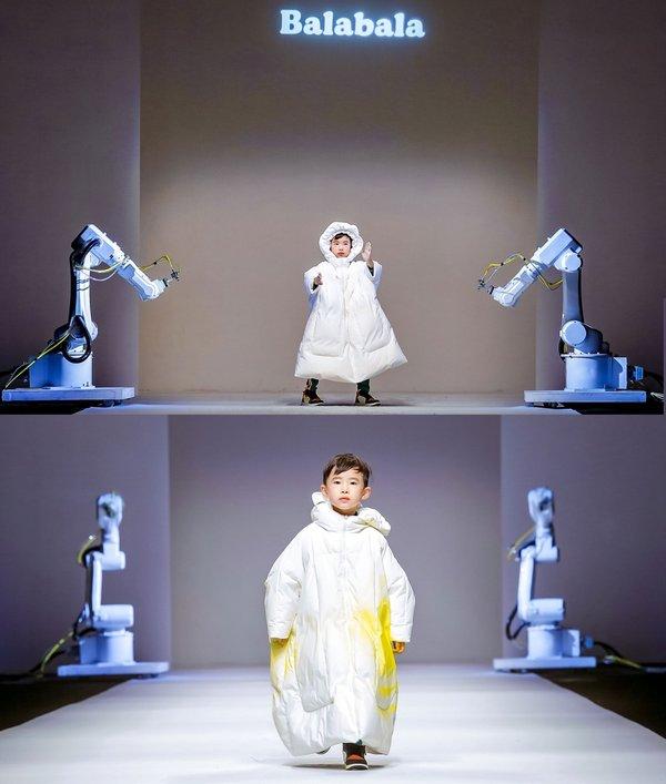 小童星楠楠走秀 与机械臂互动涂鸦