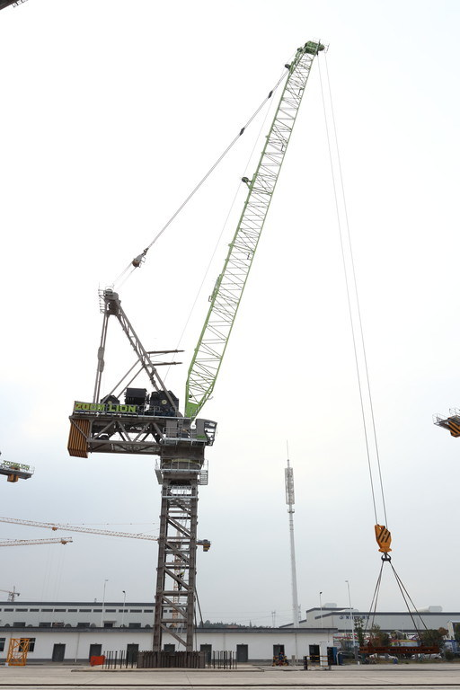 Xinhua Silk Road: China's Zoomlion rolls 120-tonne luffing tower cranes off production line