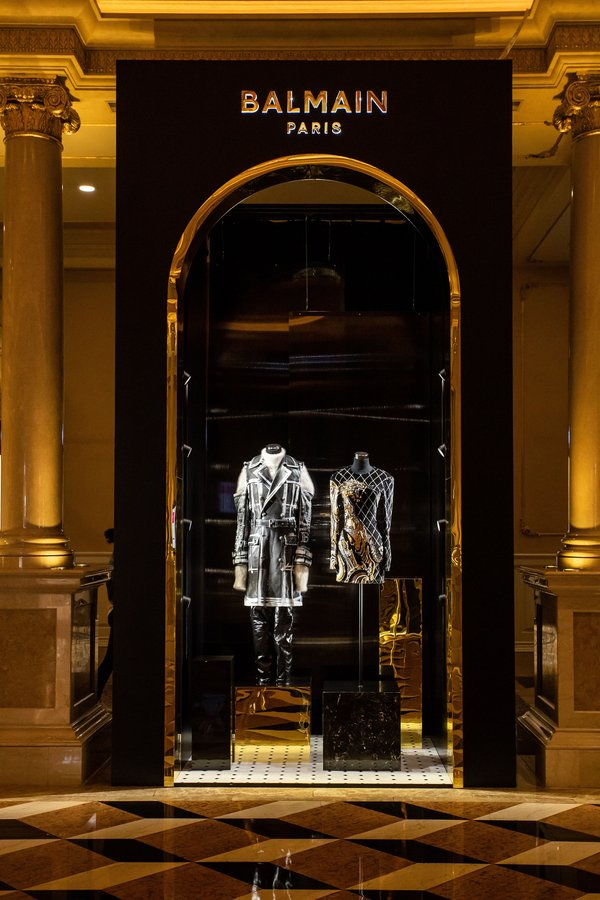 After featuring at the SMFW19 gala night, couture pieces from fashion house Balmain went on display at the main lobby of The Venetian Macao as The Balmain Couture Exhibition.