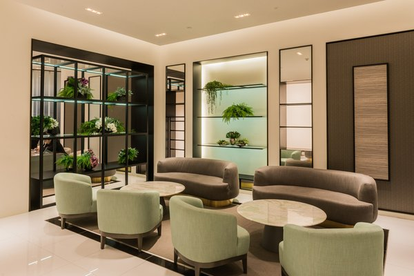 The BESPOKE salon in ONE CENTRAL offers premium privileges and amenities for members to enjoy.