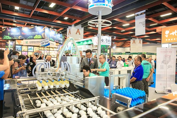 There were 40 international brands of swine, calf, egg and poultry automatic equipment and farming materials being showcased and has also been elected as buyers' favourite.