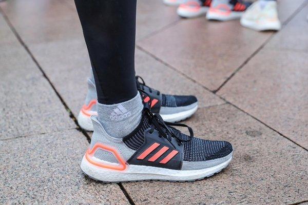 adidas UltraBOOST 19跑鞋(男)
