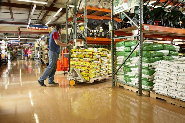 Crown Offers Three-year Warranty on PTH 50 Series Pallet Trucks
