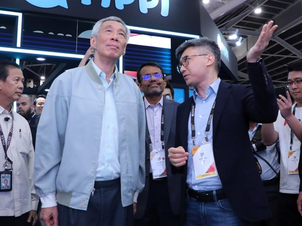 Prime Minister of the Republic of Singapore Intrigued by WeBank's Fintech-powered Services at SFF x SWITCH