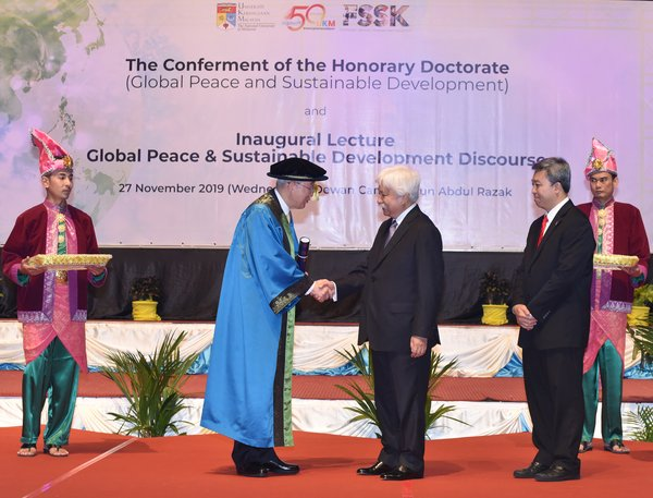 The former Secretary General of the United Nations, H.E Ban Ki-moon (left) received the Honorary Doctorate of Philosophy in Global Peace and Sustainable Development from the Chancellor of UKM, Yang di-Pertuan Besar Negeri Sembilan, HRH Tuanku Muhriz Ibni Almarhum Tuanku Munawir (two from right). On the right is the Vice-Chancellor of UKM, Prof. Ir. Dr. Mohd Hamdi Abd Shukor.