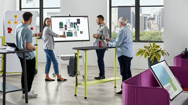 Steelcase Flex Collection includes moveable desks, tables, markerboards, carts, screens and accessories, allowing users to easily reconfigure its elements and adjust boundaries to provide the right amount of privacy for both team and individual needs.