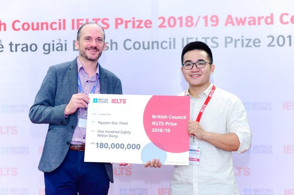 Nguyen Duc Thinh (8.0 IELTS) was the first prize winner of local IELTS Prize 2018/19.
