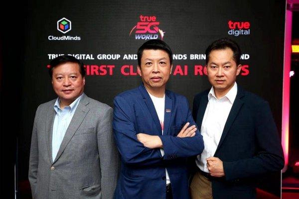 达闼科技创始人兼CEO黄晓庆先生(左);True Digital Group物联网和数字解决方案常务董事Ekaraj Panjavinin先生(中);True Corporation 5G工作组负责人Piron Paireepairit先生(右)