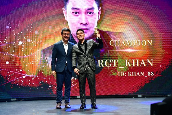RCT_Khan seen here receiving the coveted Top Global Broadcaster award, presented by Guest of Honour, Howie Lau, Chief Industry Development Officer at IMDA, Singapore.