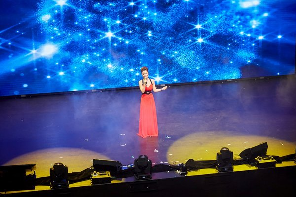 Huong Anh seen performing a Vietnamese song in front of a global audience, adding both diversity and culture to the glamourous evening.