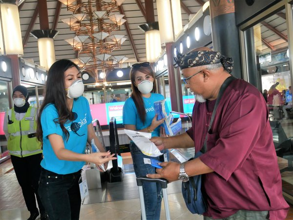 Aiming to Prevent Coronavirus Outbreak, Traveloka Distributes N95 Masks to International Passengers