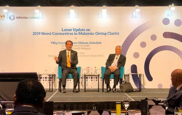 Datuk Dr Noor Hisham Abdullah (left), DG of Health Malaysia as a special guest of the seminar, and Dato' Teo Yen Hua (right), Advisor for ASEAN Water series as moderator for the Q&A session