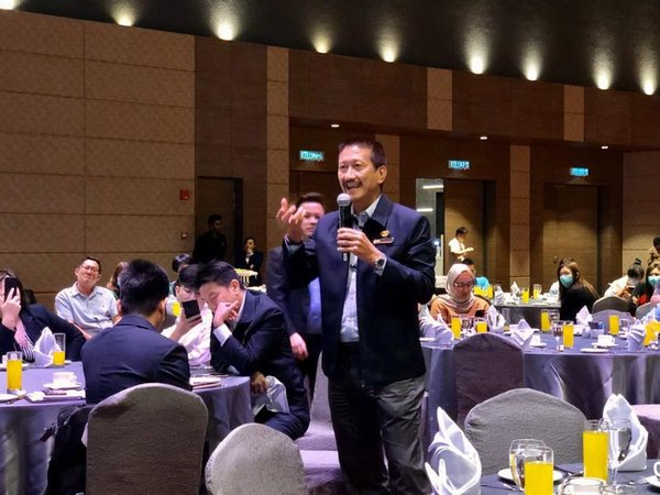 Mr Peter Tan, Deputy President of the Malaysia Air-Conditioning & Refrigeration Association (MACRA) asking questions to the panel.